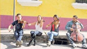 Agrupación sinfónica prepara la producción de tres discos con repertorio nacional. (Foto Prensa Libre: Ángel Elías)
