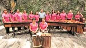 Catorce mujeres integran el conjunto, que en abril pasado celebró 22 años de fundación. (Foto Prensa Libre: Ángel Elías)