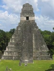 Las edificaciones de Tikal son de las construcciones que marcaron la historia prehispánica. (Foto Prensa Libre: Hemeroteca PL)