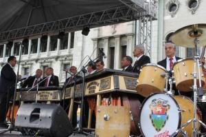 Guatemala festejó el Día de la Marimba con un baile popular en la Plaza Central. (Notimex)